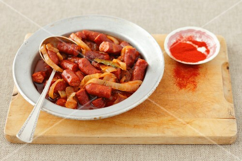Sausage pieces in tomato sauce