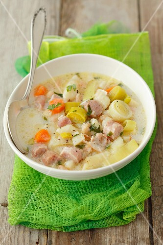 Soup with veal sausage, leek and gnocchi