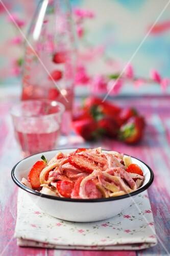 Spelt pasta with fresh strawberries
