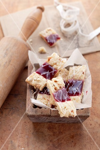 Linzer-Schnitten (nutty shortcrust biscuits topped with jam)