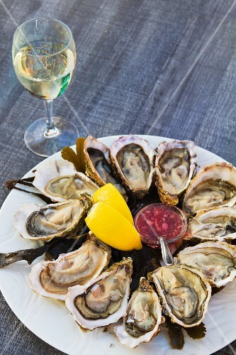 Fresh oysters and a glass of white wine