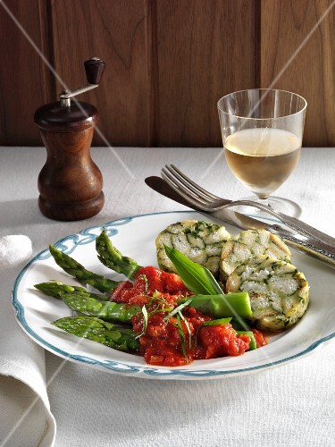 Ramson napkin dumplings with asparagus and tomato sauce