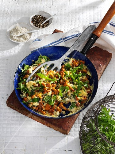 Scrambled eggs with rocket and chanterelle mushrooms