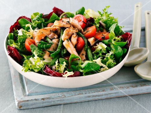 Spring salad with chicken and tomatoes