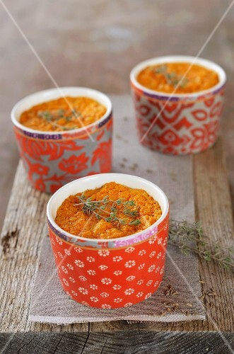 Comté cheese and carrot pies in bowls