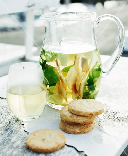 Ginger and lemonade mint tea with ginger biscuits