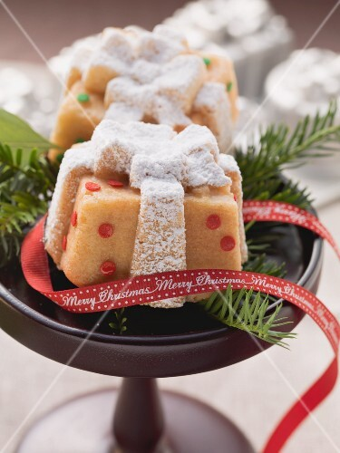 Mini parcel cakes for Christmas