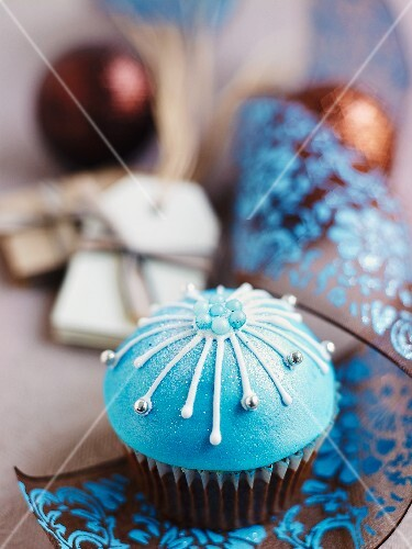 Christmas cupcakes decorated with blue icing