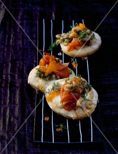Mini fish pizzas