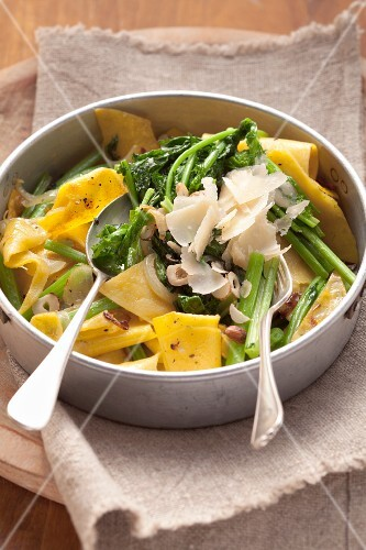 Pasta with wild broccoli, hazelnuts and Parmesan