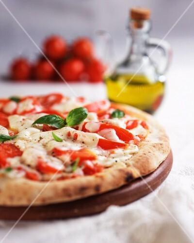 Pizza Margherita (pizza with tomatoes, mozzarella, basil)