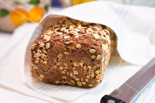 Wholemeal bread with rolled oats