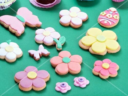 Various Easter biscuits (flowers, butterflies, Easter eggs)