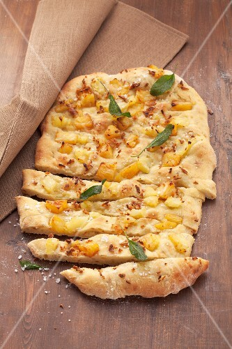 Potato flatbread with pineapple, onions and vanilla flavouring