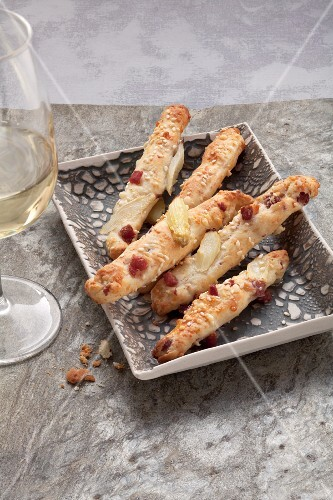 Breadsticks with cheese, ham and asparagus