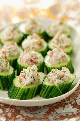 Cucumber slices filled with quark, radishes and herbs