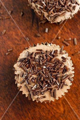 Cupcakes with chocolate strands