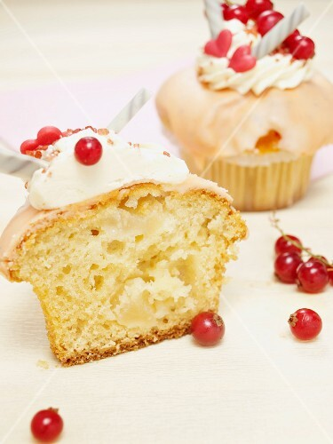 Cupcakes with an apple filling, garnished with redcurrants