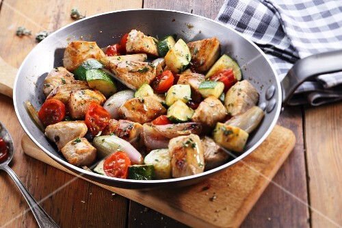 Chicken breast with tomatoes and courgette