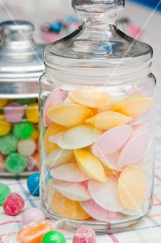 Flying saucers and gobstoppers (sweets, USA)