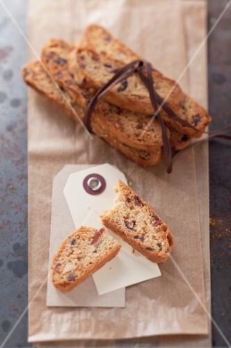 Cantucci cioccolato e mandorle (almond and chocolate biscotti)