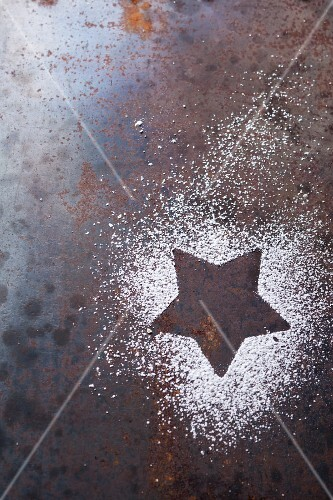The outline of a star in icing sugar