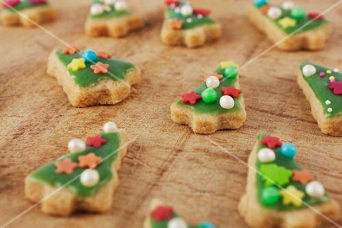 Green Christmas tree-shaped and decorated biscuits for Christmas