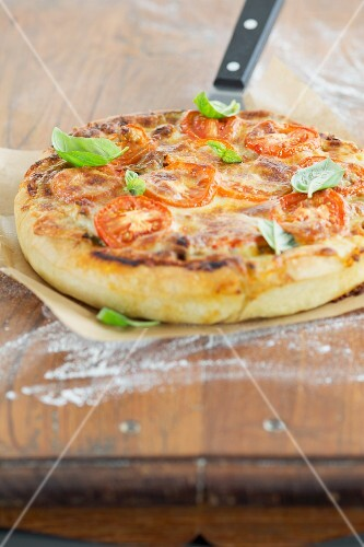 A deep dish pizza with basil leaves (Chicage, USA)