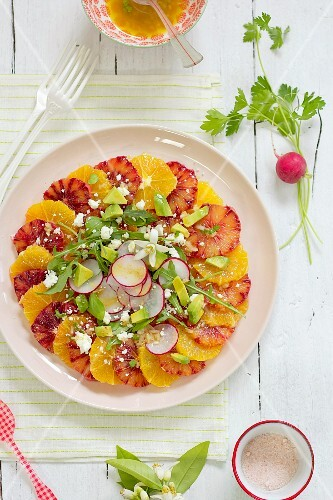 A salad of oranges with radishes