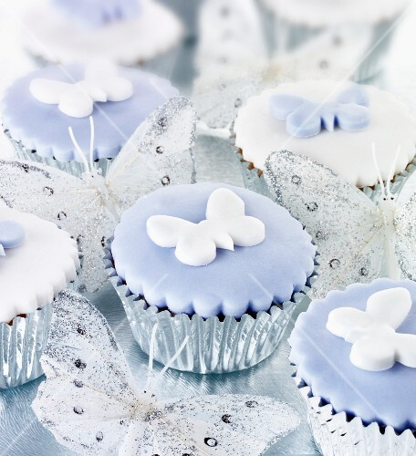 Cupcakes decorated with butterflies, in silver cases