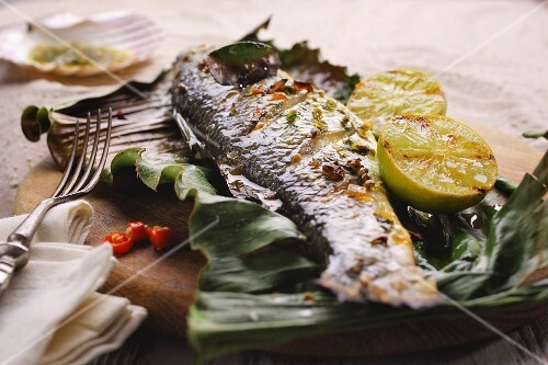 Grilled bass with limes