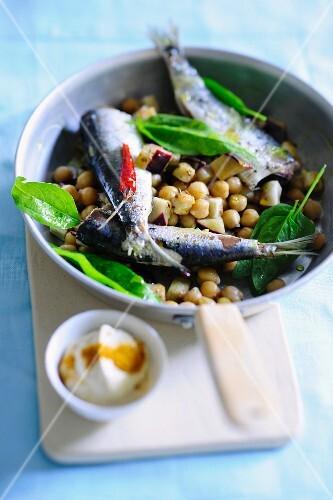 Chickpea salad with sardines
