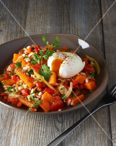 Vegetable salad with a soft-boiled egg
