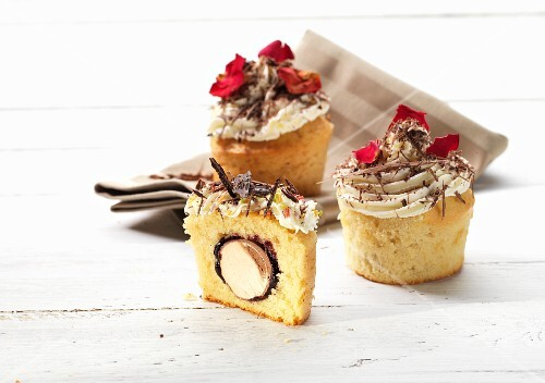 Cupcakes filled with toffee and topped with cream