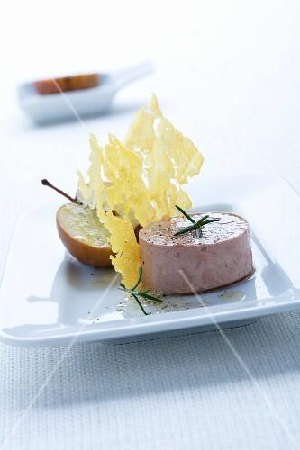 Polentachips mit Foie gras und karamellisiertem Apfel