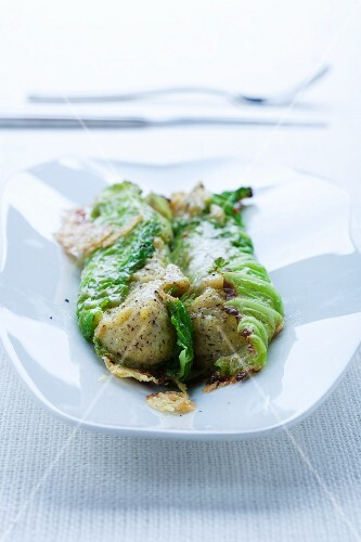 Involtini con la polenta taragna (savoy cabbage rolls filled with polenta and buckwheat)