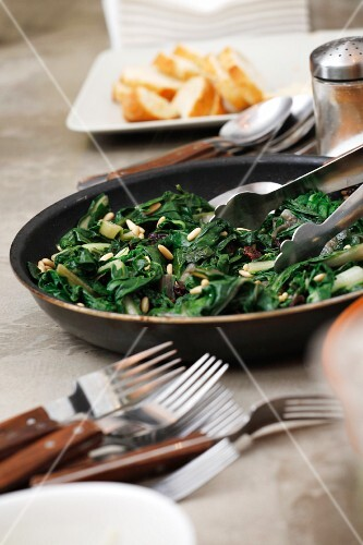 Cooked spinach with raisins and pine nuts