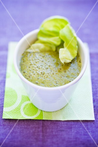 Lettuce and cucumber smoothie with banana, peach and nectarine