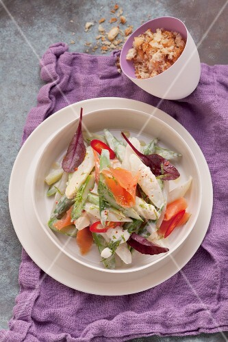 Asparagus salad with crispy bread crumbs