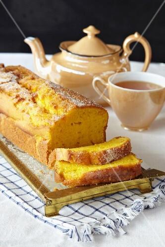 Carrot and orange cake with tea