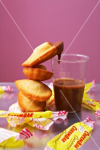 Madeleines with caramel sauce