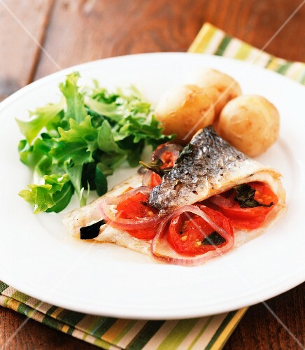 Baked mackerel fillet with tomatoes and red onions