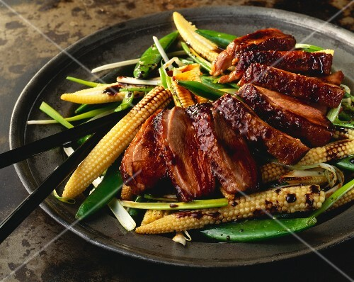 Glazed duck breast on a bed of stir-fried vegetables (Asia)