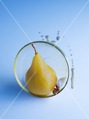 Poached pear with caramelised almonds and kiwi coulis