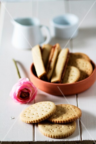 Butter biscuits with and without filling