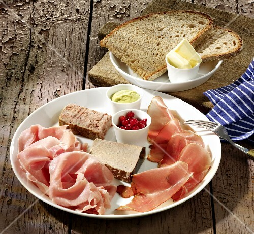 Ham platter with pâté, bread and butter