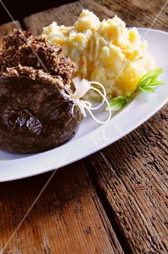 Haggis with mashed potato (Scotland)