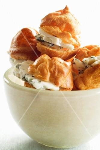 Cream puffs with Roquefort