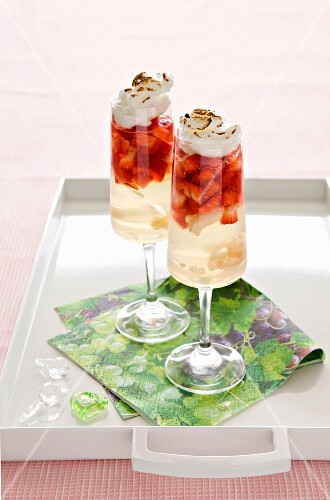Strawberry trifle with jelly