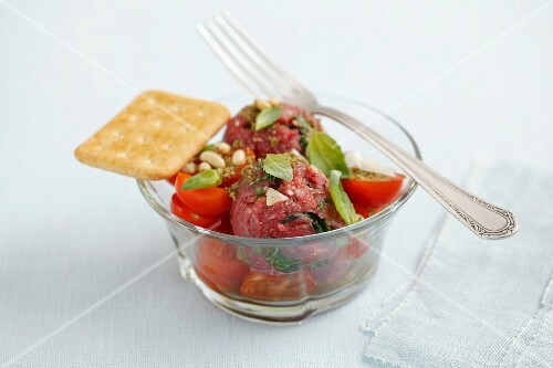 Beef tartar with tomatoes and basil